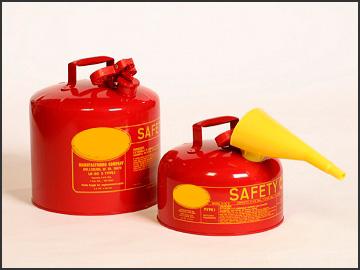 Los recipientes de seguridad tipo I cumplen con los requisitos de seguridad OSHA y NFPA cumplen Código 30 y son UL y ULC y aprobación FM para la manipulación y almacenamiento de gasolina y otros líquidos inflamables. Cuentan con tecnología ecológica sin plomo, construida de calibre 24, acero galvanizado en caliente. Cumplimiento: OSHA 29 CFR 1910.106, 1926.152 y NFPA Código 30 Disponible en azul para el almacenamiento de querosene, amarillo para el almacenamiento de diesel y verde para el almacenamiento de líquidos inflamables, como aceites